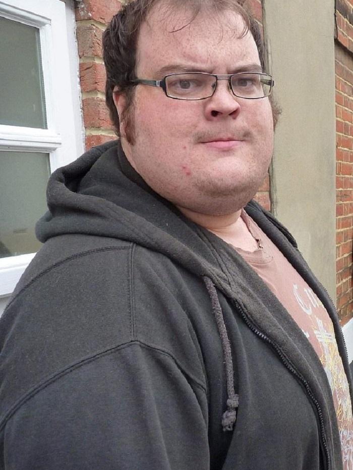Мужчина употреблял каждый день 10 тысяч калорий, но испугался за свое здоровье и сел на диету. Через 2 года он стал неузнаваем