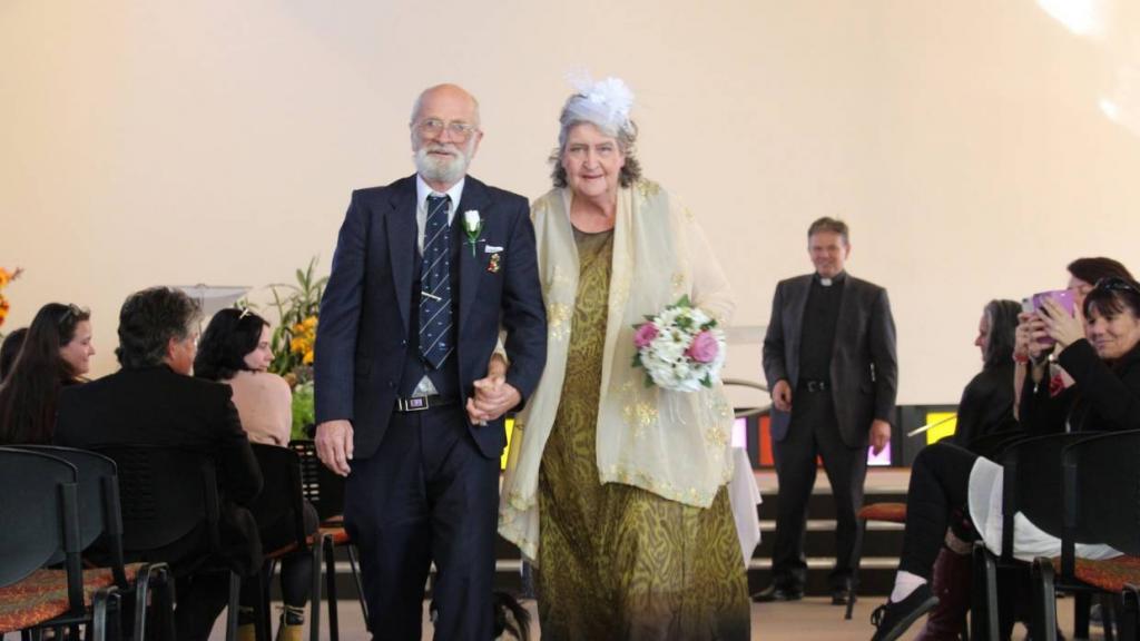 «Я не думала, что найду любовь в свои годы»: 73 летняя невеста произнесла свою свадебную клятву. Ей помог пост жениха в соцсети