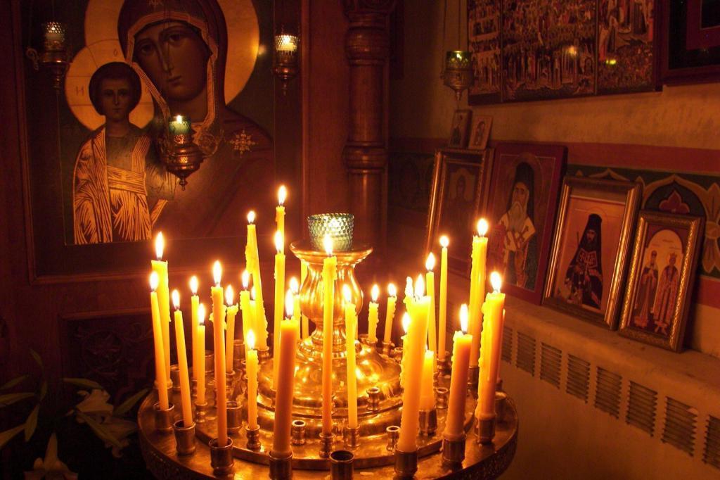 Знакомый батюшка рассказал, как можно и как нельзя ставить свечи в церкви: за себя, родных, врагов…