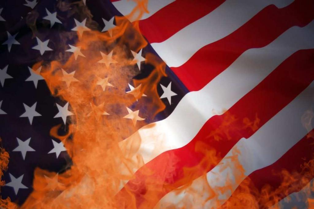 Сжигать или не сжигать: законы разных стран за неуважительное отношение к национальным флагам