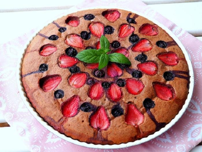 Когда мне хочется сладкого, готовлю пирог из гречки без сахара. С такой выпечкой я не беспокоюсь о своей фигуре
