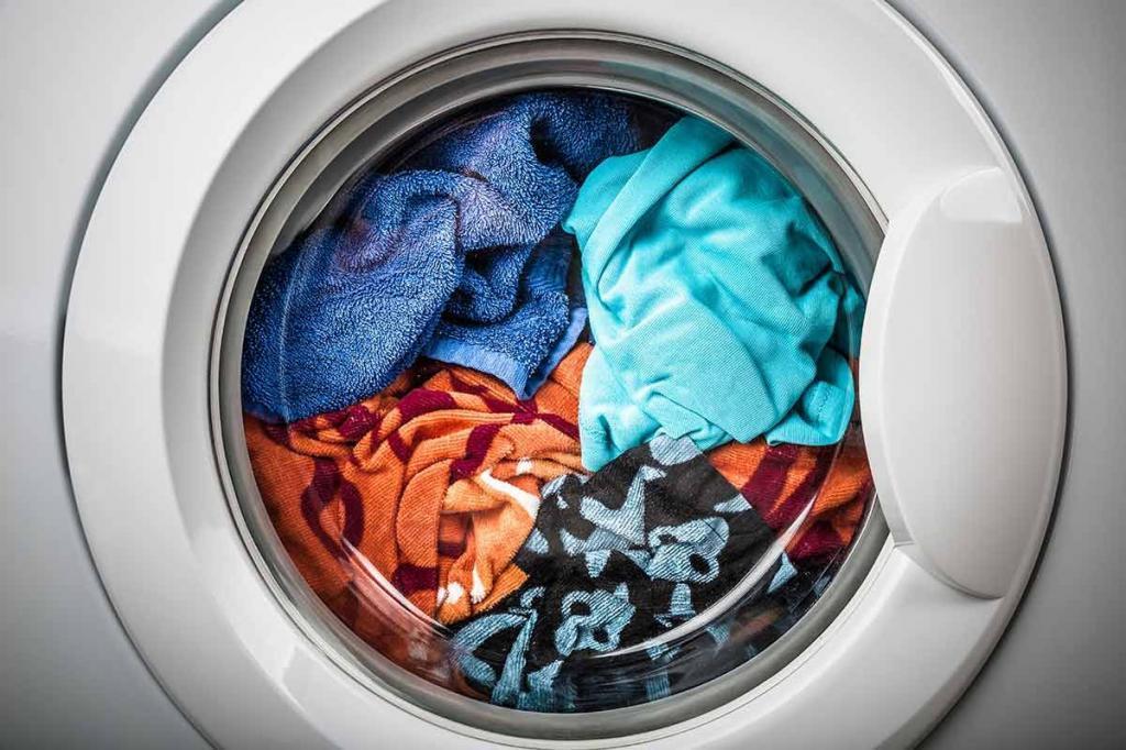Моя подруга кладет в стиральную машинку влажную салфетку. Теперь и я так делаю