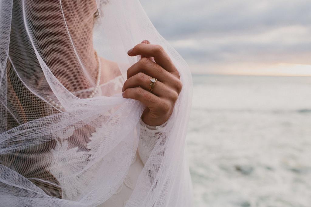 Женщина подала на развод из-за того, что ее муж плохо относился к своей родной матери