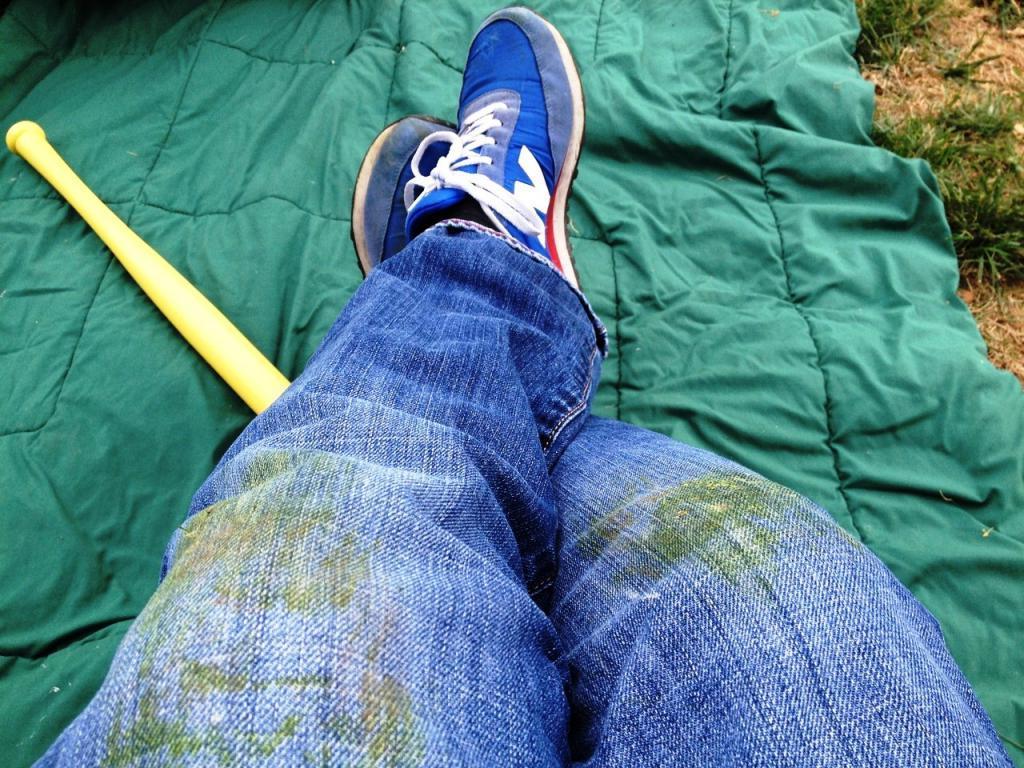 Пятно от травы протрите спиртом, а от помады - аммиаком: бабушкина шпаргалка помогает мне справляться с любыми загрязнениями