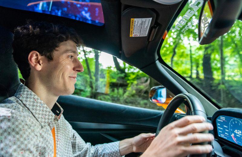 McLaren не создан для поездок на работу: как ездить в суперкаре по городским пробкам