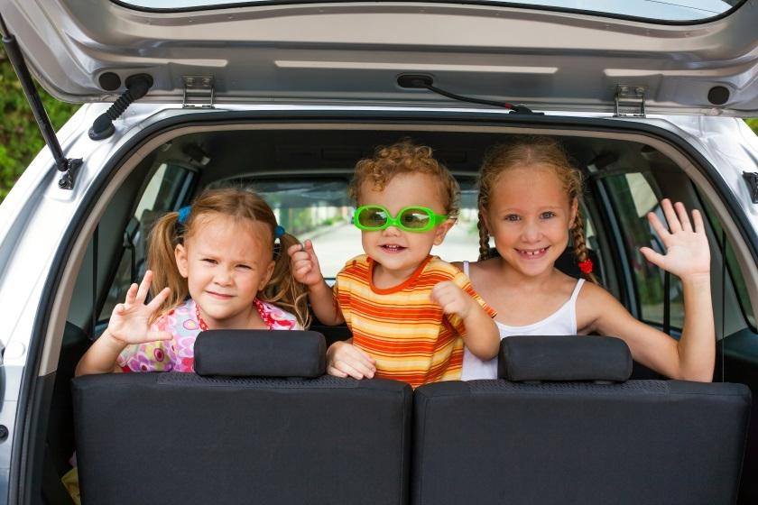 Когда нужна передышка: игры, которые помогут надолго занять детей в машине