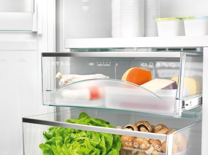 Увидела, что подруга кладет в холодильник поролоновую губку и теперь делаю также
