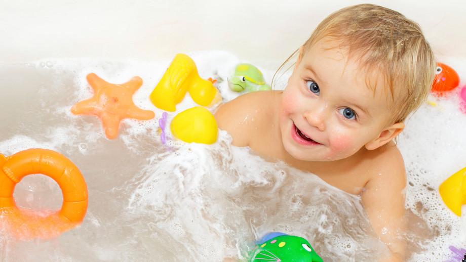 Слишком частое мытье и другие частые ошибки, которые совершают молодые родители, когда купают детей