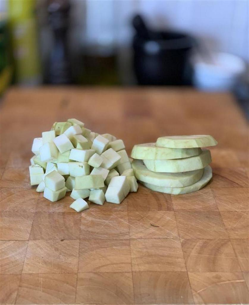 Добавила в свою тетрадку рецепт приготовления жареных баклажанов без масла. Вкусное блюдо с минимумом калорий