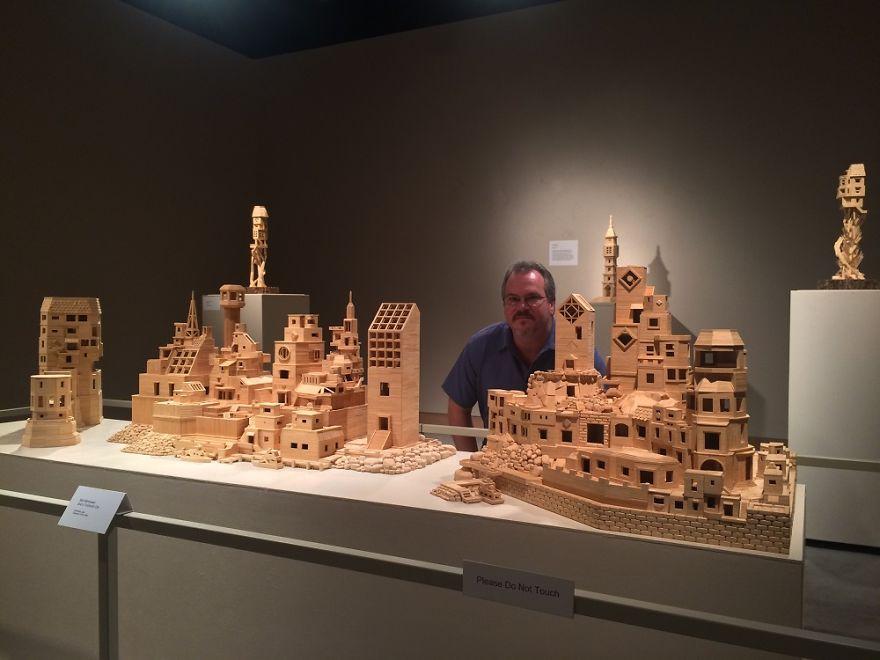 Художник самоучка Боб Морхед построил город из 310 000 зубочисток (фото)