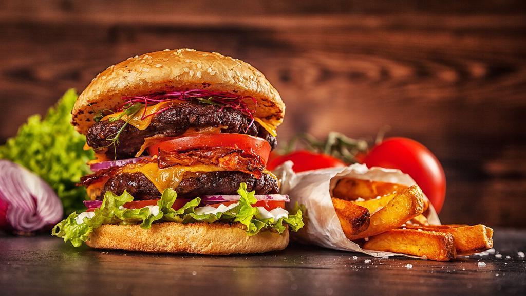 Всегда покупала к гамбургеру порцию картошки-фри. Недавно подруга-диетолог рассказала, почему для здоровья полезнее заменить ее на еще один гамбургер