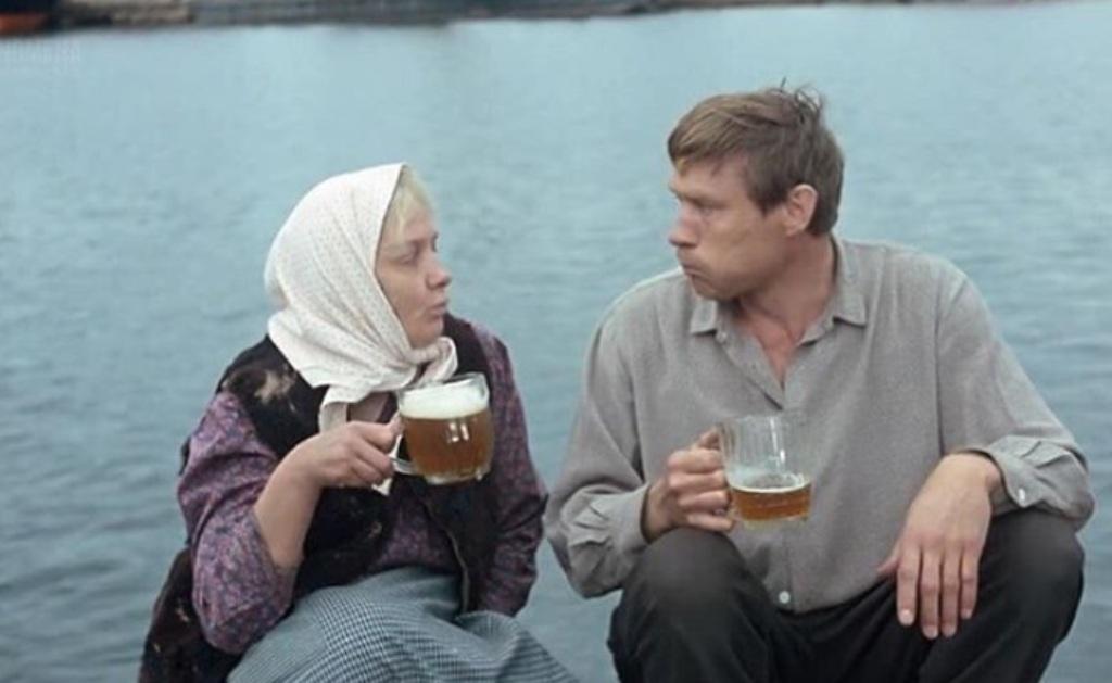 С первого дубля за пару десятков секунд он осушил 5 литров пива : курьезные случаи, произошедшие на съемках фильма  Любовь и голуби