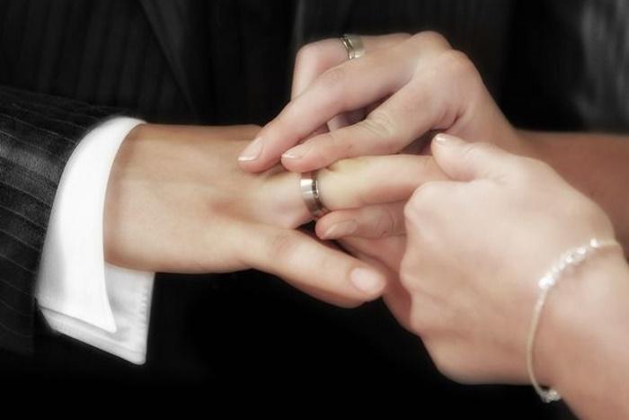 Мы с мужем заказали оригинальные обручальные кольца. Свекровь не одобрила и подарила ему свое собственное