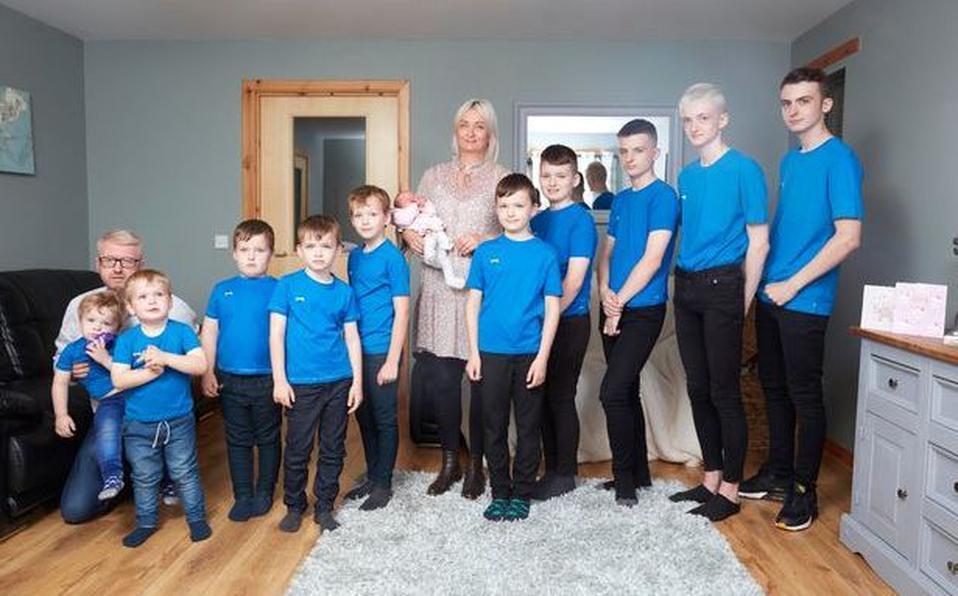 Почти футбольная команда: мать десяти мальчиков наконец то родила девочку