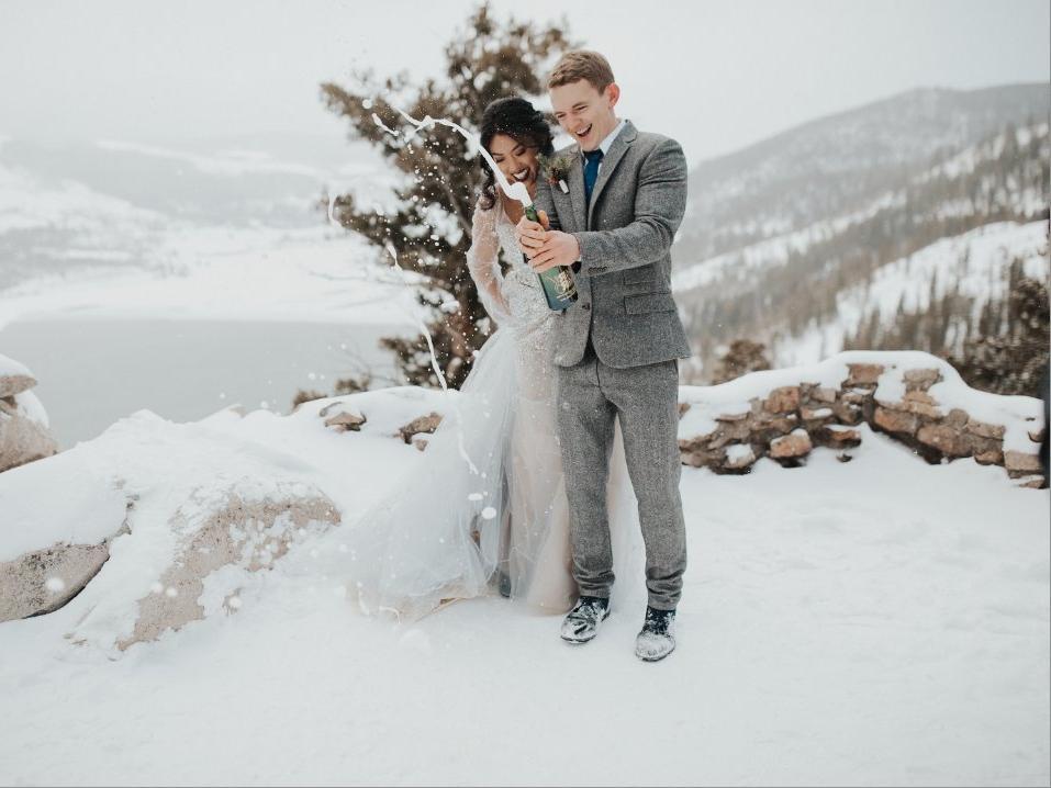 Больше смеха, меньше ссор: как свадебные фотографы узнают, продлятся ли отношения