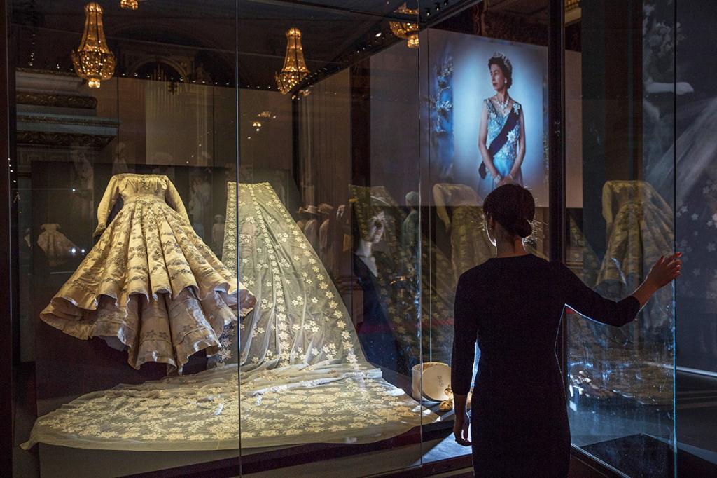 У кого из королевской семьи Великобритании было самое красивое свадебное платье. Герцогиням такое и не снилось