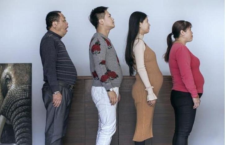 Потеряв уверенность в себе, члены всей семьи начали вести здоровый образ жизни: через полгода их не узнать