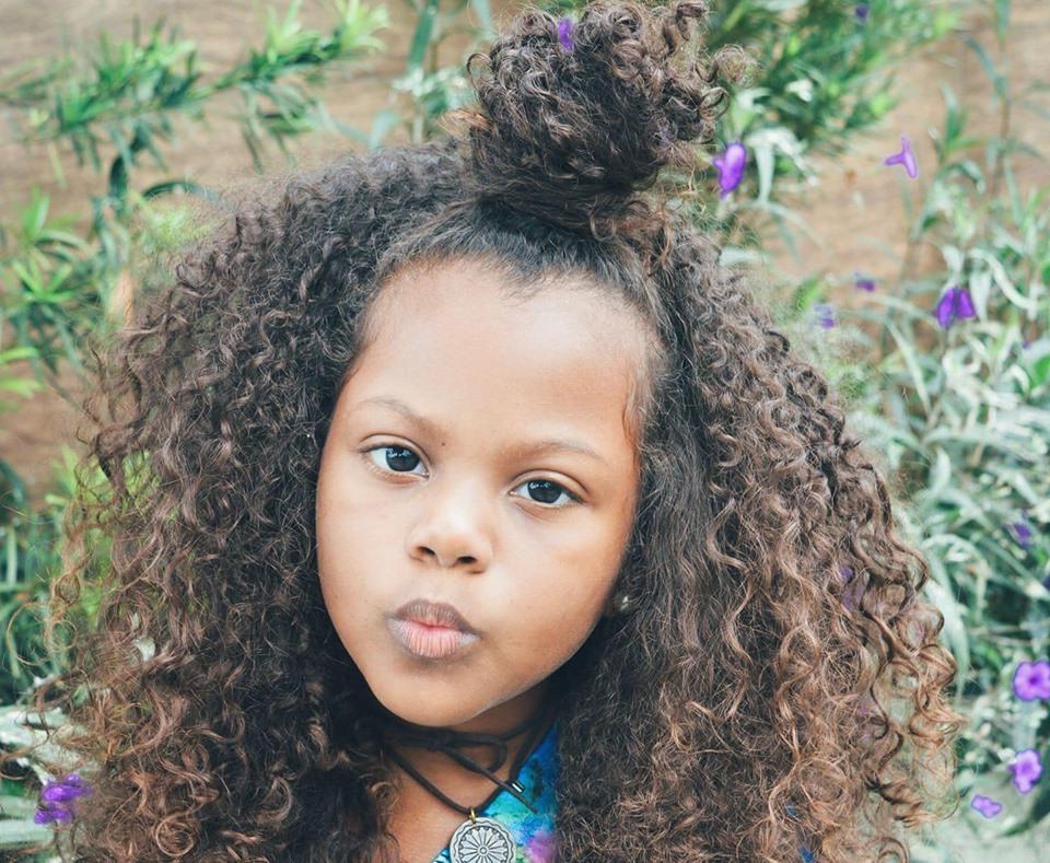 Мачехе не понравились волосы девочки. И она решила изменить ей прическу