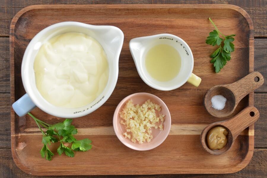 Самостоятельно готовлю чесночный соус из майонеза. Получается не хуже магазинного