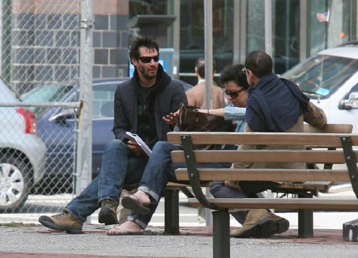Голливудские звезды, которых вы никогда бы не узнали на улице: Том Хэнкс одевается крайне неброско, а Киану Ривз похож на бездомного
