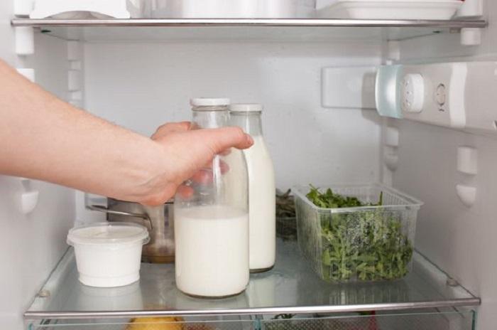 Я никогда не выливаю просроченное молоко, а использую его в качестве чистящего средства