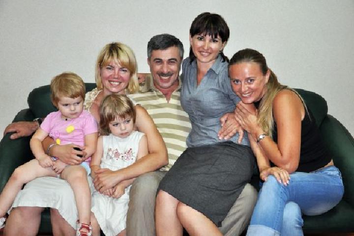 Как выглядят члены семьи известного педиатра Евгения Комаровского