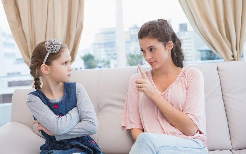 Знакомый психолог рассказал о том, какие фразы не стоит говорить дочери, чтобы не ранить ее чувства