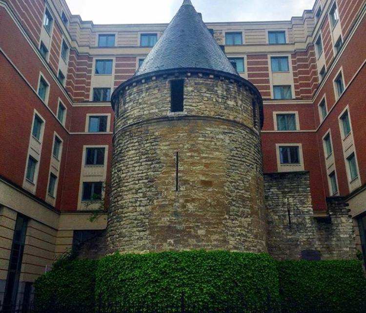 Черная башня Брюсселя: древняя, бесполезная, но очень популярная