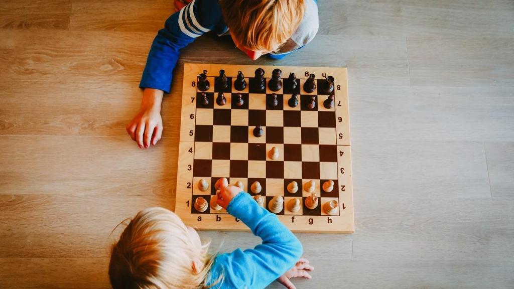 В шахматах слова  шах  и  мат  произошли от персидского словосочетания: что оно означает