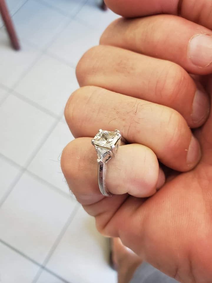 Сон в руку: женщине приснилось, что она проглотила кольцо. Утром она его на пальце не обнаружила