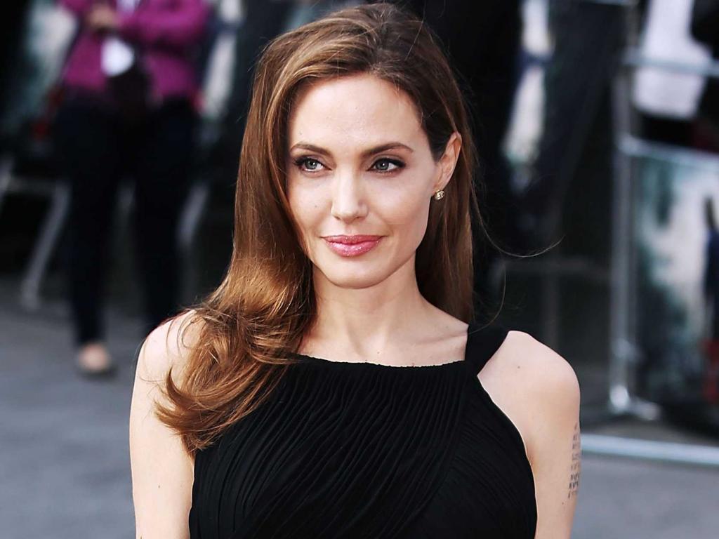 Как выглядит Анджелина Джоли с белокурым цветом волос: актрисе невероятно к лицу