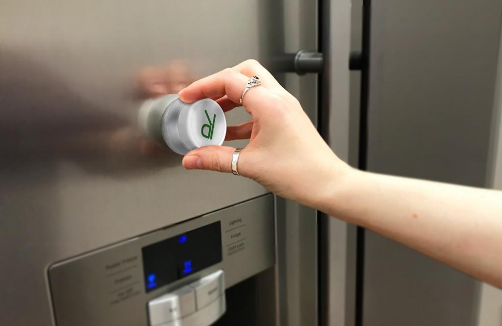 Студия дизайна разработала гаджет, который сканирует мусор и сообщает, подлежит он переработке или нет