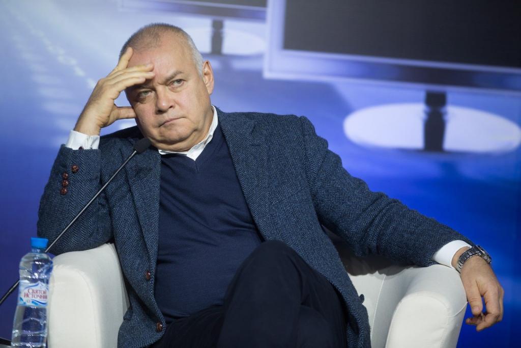 Журналист с дипломом медбрата: оказывается, Дмитрий Киселев умеет не только новости рассказывать, но и уколы ставить