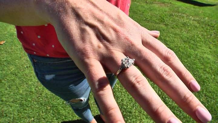 Женщина проглотила обручальное кольцо во сне, потому что ей приснился необычный сон