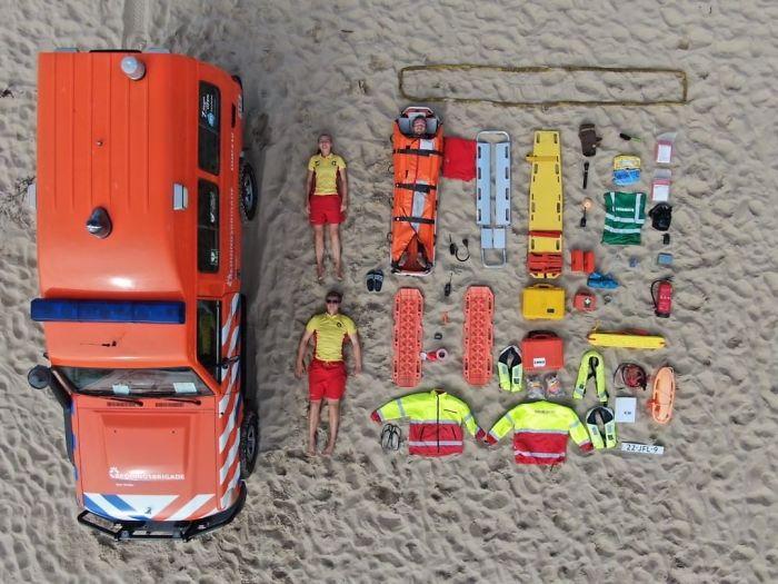 40 фото о том, что находится внутри машин скорой помощи в разных странах