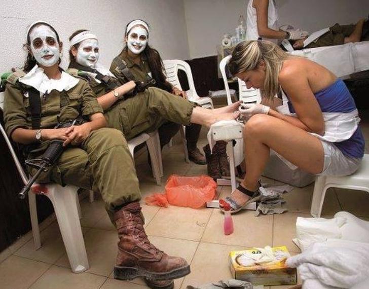 Удивительный Израиль: военная служба не является препятствием для женских удовольствий и другие кадры