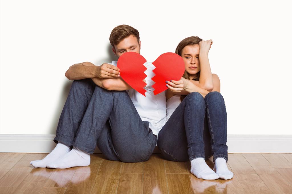 Комплименты и романтические вечера помогут пережить кризис трех лет в отношениях: что поможет в другие сложные периоды брака
