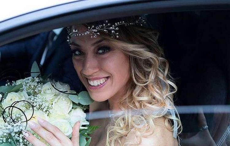 Свадьбе быть! Так и не найдя пару, итальянка в 40 лет вышла замуж... сама за себя (фото)