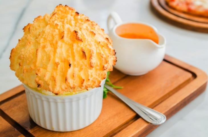 Когда гости на подходе: 10 вкусных закусок из сыра, на приготовление которых нужно минимум времени