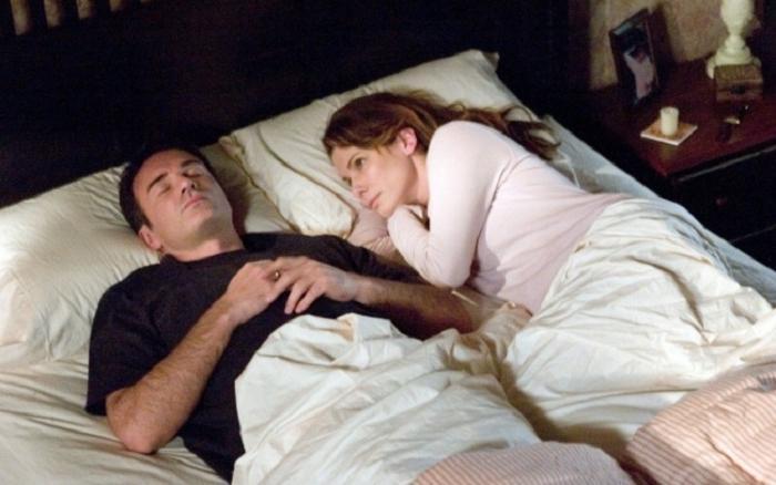 10 захватывающих фильмов с интригой высокого напряжения: Сандра Буллок в роли мистической домохозяйки в  Предчувствии  хочет спасти своего мужа от неминуемой гибели