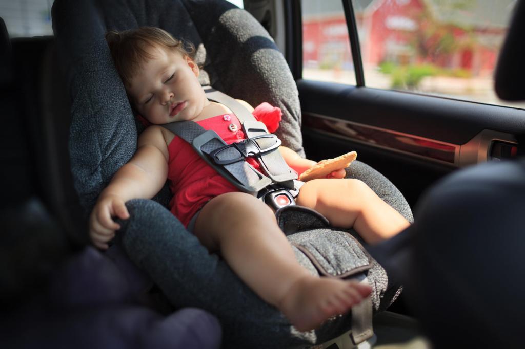 82 дня в году укладывают спать: ученые подсчитали, на что тратят время родители новорожденных