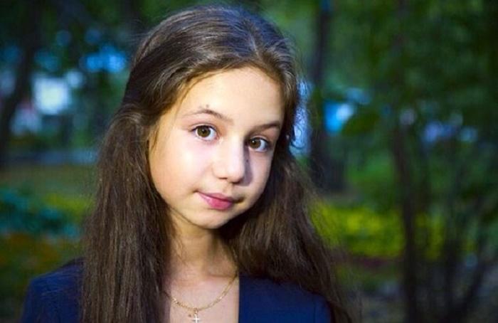 Избранник Луизы Габриэлы Бровиной старше юной актрисы на 7 лет: как выглядит молодой человек и чем занимается