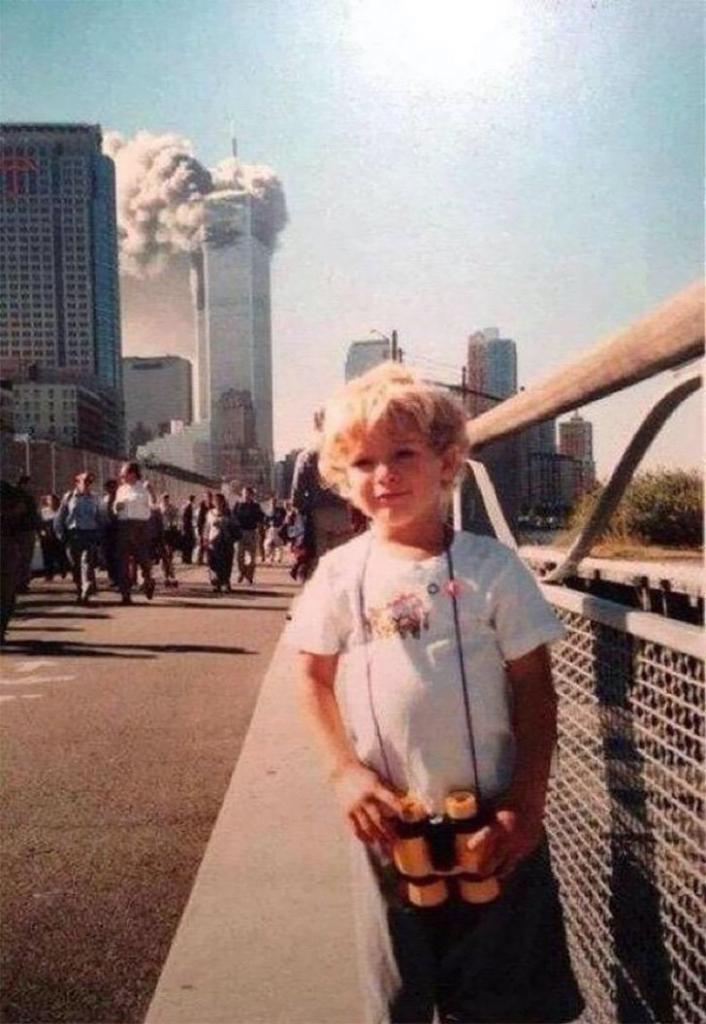 Как будто это случилось только вчера: 10 редких фотографий башен-близнецов с 11 сентября 2001 года