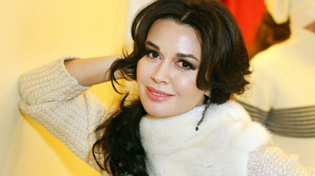 Есть шанс: Анастасия Заворотнюк очнулась от комы и перенесла вторую операцию