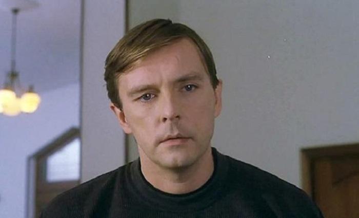 Что стало с капитаном Лариным из «Улиц разбитых фонарей»: поклонники актера Алексея Нилова не узнают его (фото)