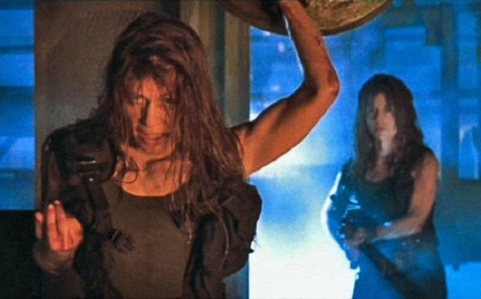 Неожиданные факты о легендарных фильмах: у актрисы, игравшей Сару Конор, есть сестра близнец, которая поучаствовала в съемка нескольких сцен