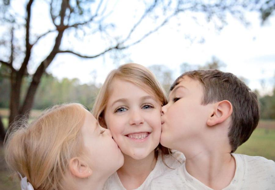 Не старший, не младший, а средний: такие дети умеют дружить, легко договариваться и очень независимы