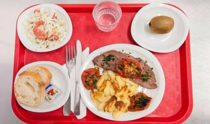 От фастфуда до сбалансированных обедов. Школьные деликатесы: чем питаются ученики из разных стран мира