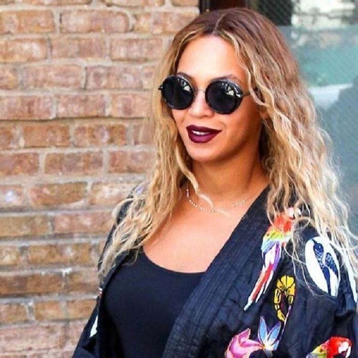 Оверсайз очки всегда в моде: 5 модных образов с очками  не по размеру  на примере знаменитостей