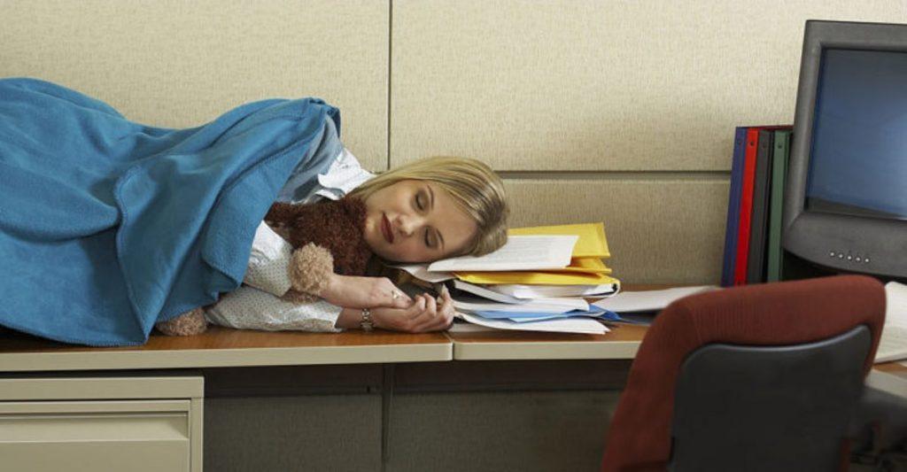 Если человек прилег днем, не советуют его будить: дневная дремота снижает риск сердечных приступов